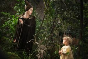 Sie will doch nur spielen: Maleficent (Angelina Jolie) und Aurora / © Walt Disney Pictures
