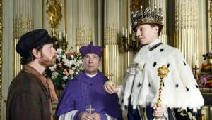 Erhöht: Hein (F. Busch), Bischof (R. Kowalski), Kaiser Ilsebill (K. Schüttler) / Foto: NDR/Marion von der Mehden