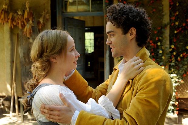 Happy End: Elise (Mira Elisa Goeres) hat mit ihrer Liebe Prinz Marius (Max Befort) erlöst / © rbb/Aki Pfeiffer