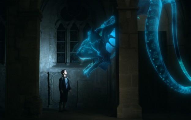 Michel (Tim Oliver Schultz) begegnet im Schloss zuallererst einem riesenhaften Monster / Foto: ARD