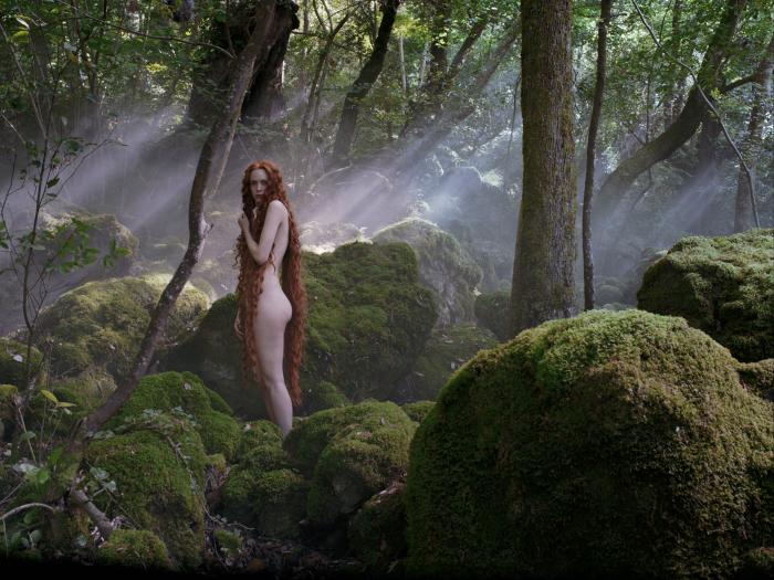 """Bildzitate: Die junge Dora (S. Martin) erinnert an Boticellis """"Geburt der Venus"""" / © 2015 Concorde Filmverleih GmbH"""