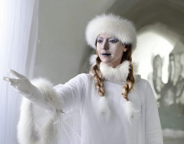 """Die finnische Schauspielerin Linda Zilliacus als """"Die Schneekönigin"""" / © ZDF/Anniina Nissinen"""