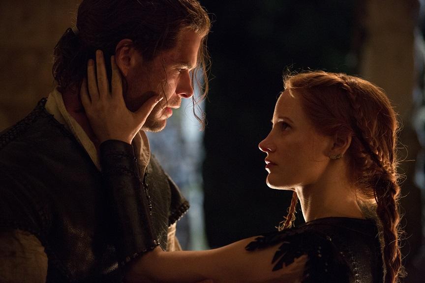 Liebe im Reich des Bösen: Eric (Chris Hemsworth) und Sara (Jessica Chastain) brechen ein Tabu / © Universal Pictures