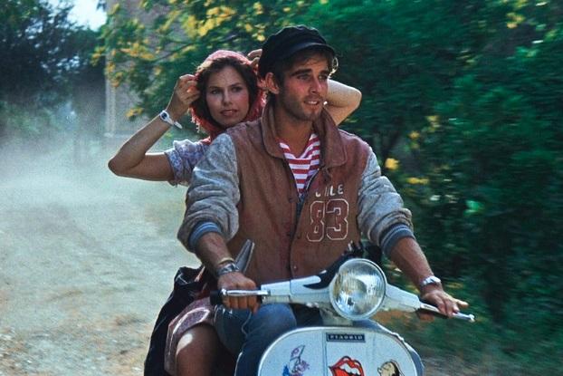Sightseeing in Rom: Cindy (Bonnie Bianco) lässt sich von Mizio (Pierre Cosso) die Ewige Stadt zeigen / © capelight