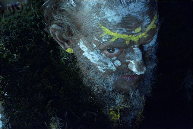 Guter Waldgeist: Das Glasmännlein (Milan Peschel) erfüllt Peter drei Wünsche / © Weltkino Filmverleih GmbH