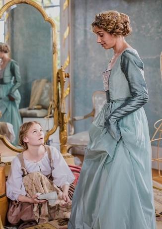 Zweiklassengesellschaft: Zofe (Gro Swantje Kohlhof) und Prinzessin (Jytte-Merle Böhrnsen) / © rbb/Theo Lustig
