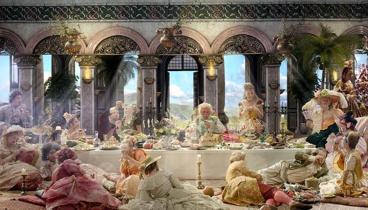 """Bildkomposition: Die Tafel im Fresstempel des Schlaraffenlands zitiert das """"Abendmahl"""" von Da Vinci / © HR"""