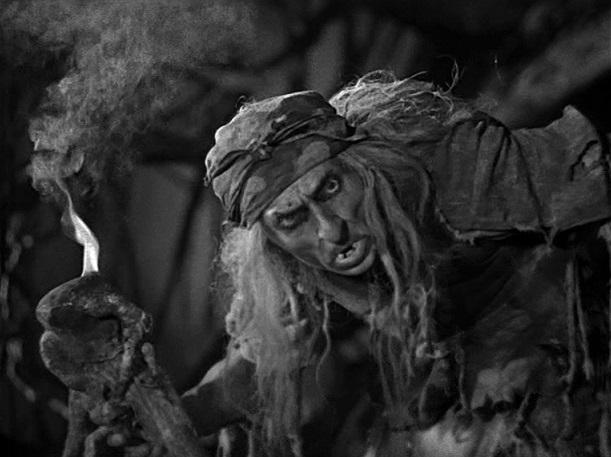Dragqueen: Der sowjetische Schauspieler Georgi Milljar schlüpft in die Rolle der bösen Baba-Jaga / Quelle: Diamant