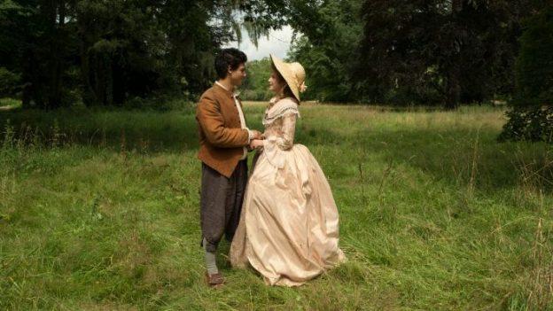 Prinzessin Victoria von Siebenlande (Jeanne Goursaud) und der vermeintliche Schweinehirt (Emilio Sakraya) kommen sich näher