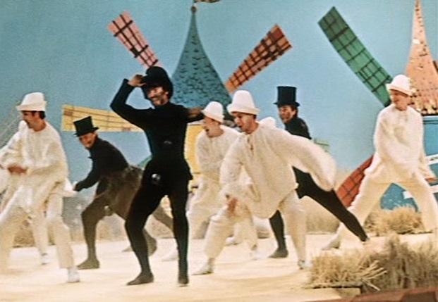 Musicalnummer: Im Märchenfilm tanzen Schornsteinfeger und Müllerburschen um die Wette / Screenshot: Icestorm