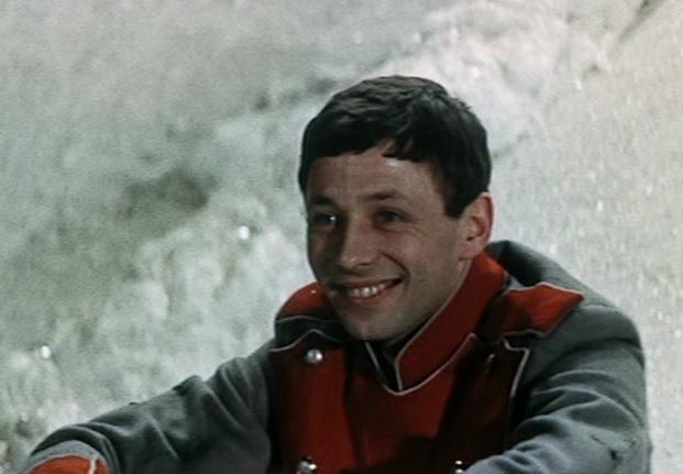 Publikumsliebling: Oleg Dal, der den Soldaten spielt, stirbt 1981 mit nur 39 Jahren an Herzinfarkt / Screenshot: Icestorm