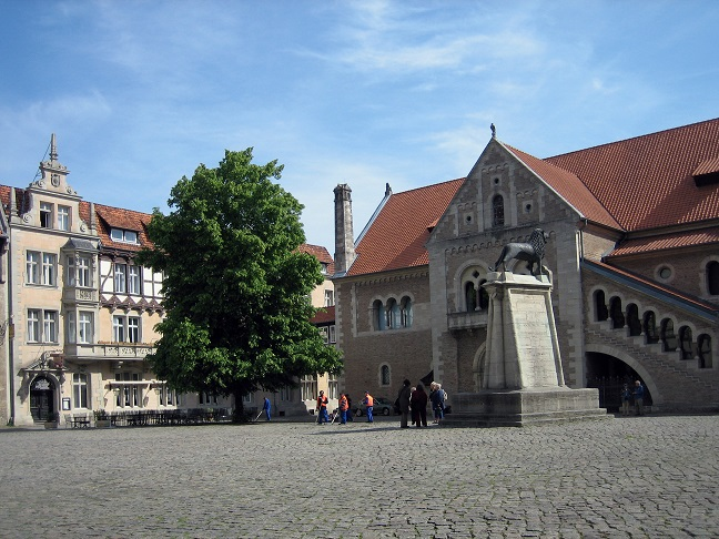 """""""Hänsel und Gretel: Hexenjäger"""" (USA/BRD 2013): Auf dem Burgplatz in Braunschweig / © Carsten Przygoda/pixelio.de"""