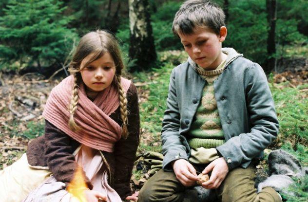 """""""Hänsel und Gretel"""" (BRD 2006): Die Geschwister hat der Mut verlassen. Sie haben sich verirrt / © ZDF/Mario Pfeifer"""