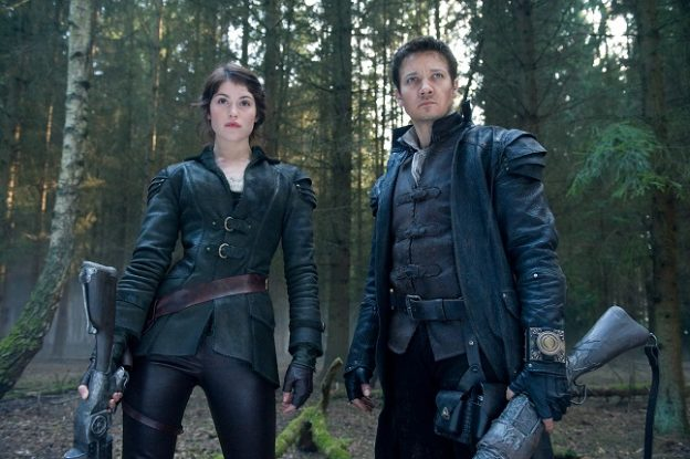 "Gemma Arterton und Jeremy Renner in ""Hänsel und Gretel: Hexenjäger"" (2013, R: Tommy Wirkola, BRD/USA) / Foto: David Appleby, © 2013 Paramount Pictures. All Rights Reserved"