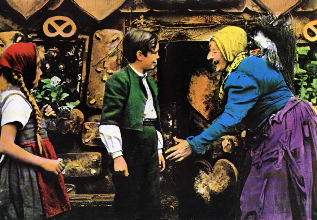 """""""Hänsel und Gretel"""" (BRD 1954): Die böse Hexe (Elisabeth Ilna) lockt die Kinder in ihr Haus / © CROCO Filmverleih"""