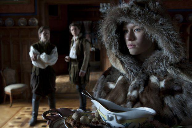 Prinzessin Lotte (Henriette Confurius) hat sich als Allerleirauh verkleidet / Foto: NDR/Marion von der Mehden