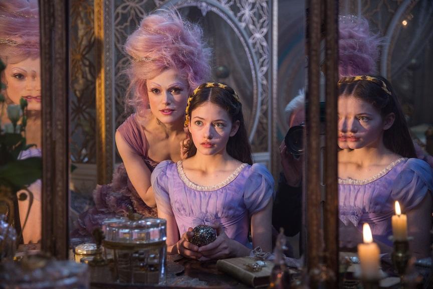 Auftrag: Die Zuckerfee (Keira Knightley) setzt große Hoffnungen in Clara (Mackenzie Foy, r.) / © Disney 2018
