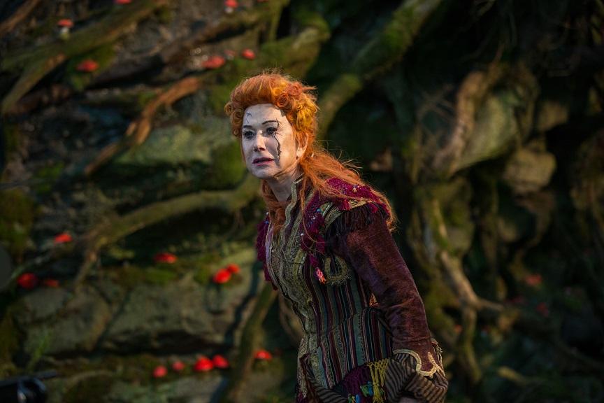"""""""Der Nussknacker"""": Die Figur Mutter Gigoen (Helen Mirren) tritt auch im 2. Akt der Ballettmusik auf / © Disney 2018"""