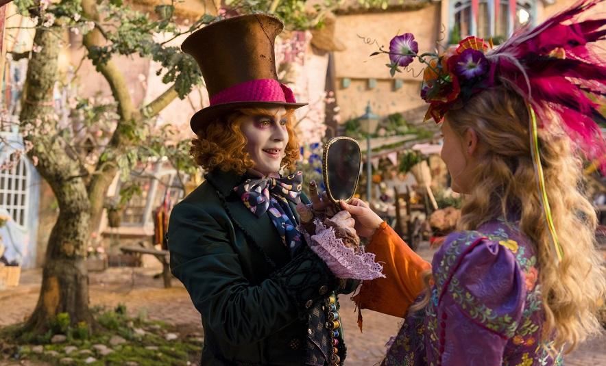 """""""Alice im Wunderland: Hinter den Spiegeln"""": Die Heldin (Mia Wasikowska) reist in die Vergangenheit / © Disney 2014"""
