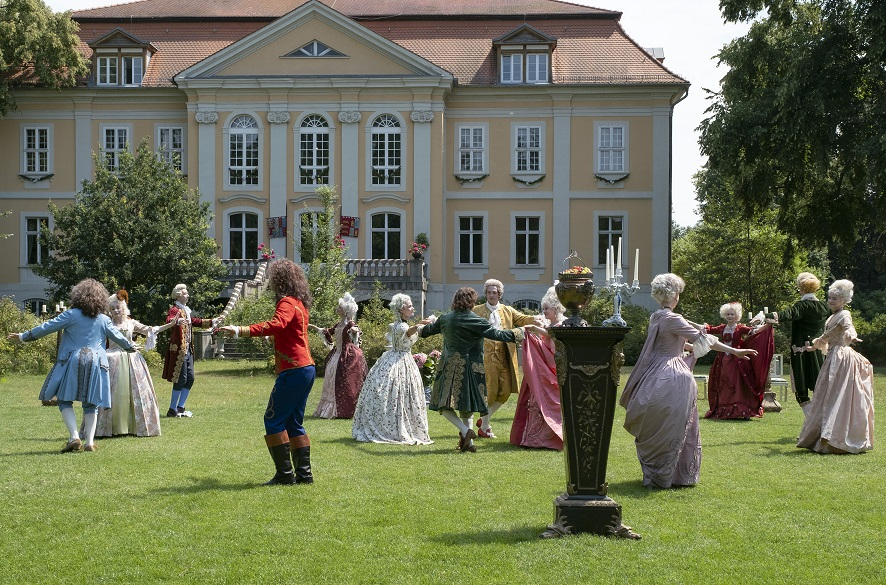"""Typische Zutaten eines ARD-Märchens: """"ein Schloss, eine Prinzessin und eine Liebesgeschichte"""" / © rbb/Michael Rahn"""