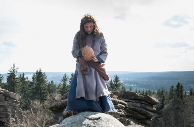 Drehort Elbsandsteingebirge: Jola (Svenja Jung) besteht die erste Prüfung / © ZDF/Anke Neugebauer/Kinderfilm GmbH