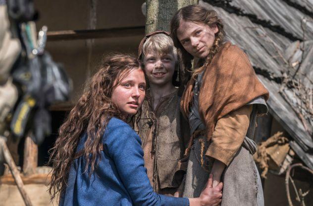 Dunkles Zeitalter: Jola (Svenja Jung) lebt mit ihren Geschwistern in Armut / © ZDF/Anke Neugebauer/Kinderfilm GmbH