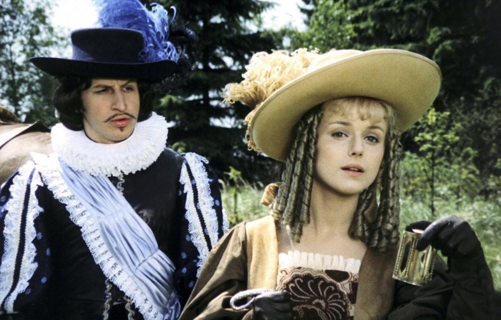 Antipathie: Prinzessin Rosa (Marie Horáková) will nichts von Prinz Georg (Jan Kraus) wissen / © Barrandov-Filmstudio