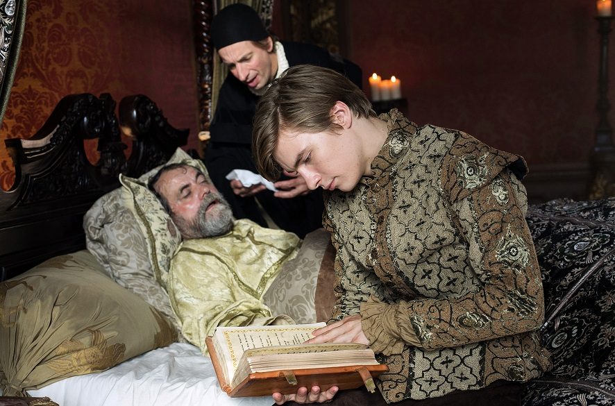 Verlustangst: Prinz Lennard (Gustav Schmidt) will dem kranken Vater (Matthias Brenner) helfen / © WDR/Kai Schulz