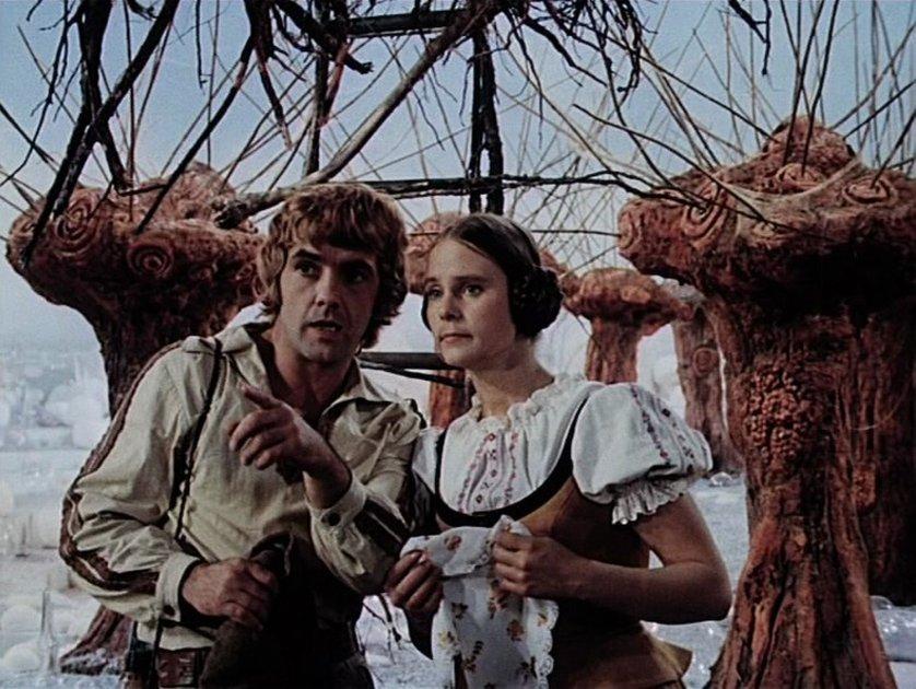 """""""Die Regentrude"""" (DDR 1976): Andres (Ingolf Gorges) und Maren (Brigitte Heinrich) suchen die Trude / © MDR"""