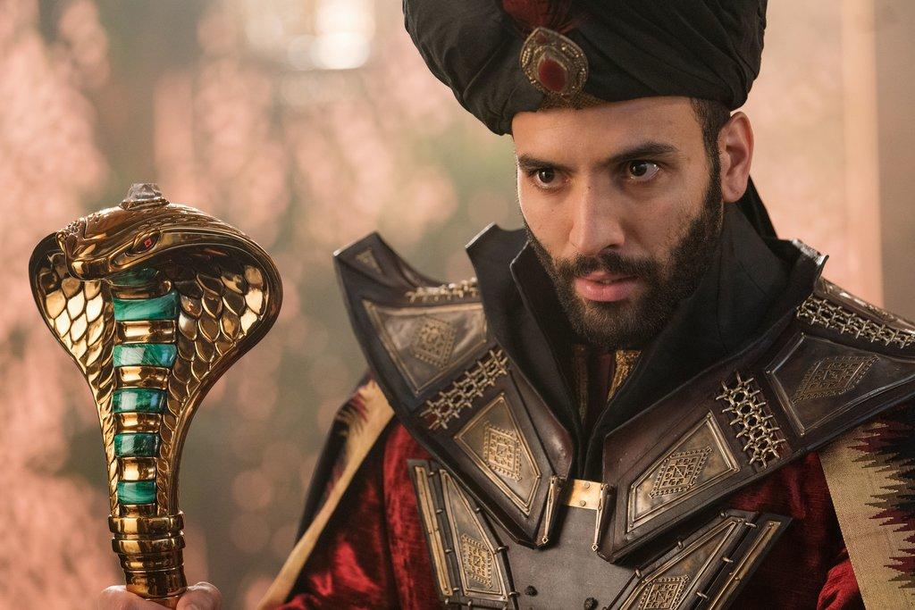 Rolle rückwärts: Es entbehrt nicht einer gewissen Ironie, dass 2019 der tunesisch-niederländische Marwan Kenzari die Rolle des bösen Großwesirs Dschafar übernimmt. Tunesien gehört zu den sogenannten Maghreb-Staaten / © Disney