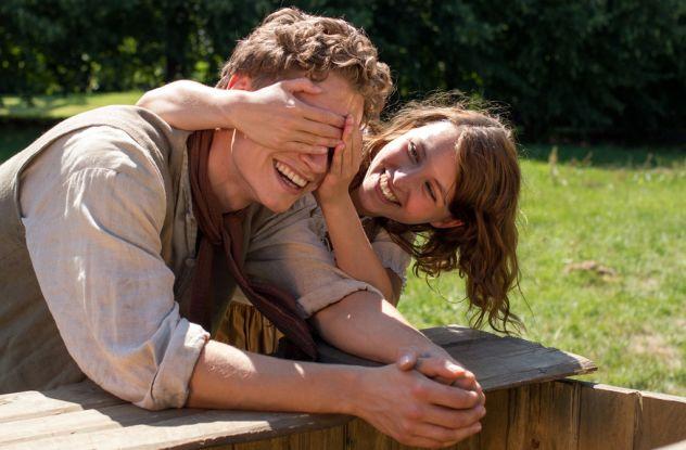 Bitte lächeln: Andrees (Rafael Gareisen) und Maren (Janina Fautz) sind schwer verliebt / © NDR/Marion v. d. Mehden