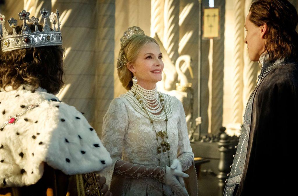 Schwiegermonster: Königin Ingrith (Michelle Pfeiffer) hat für ihren Sohn andere Pläne / © 2019 Disney Enterprises