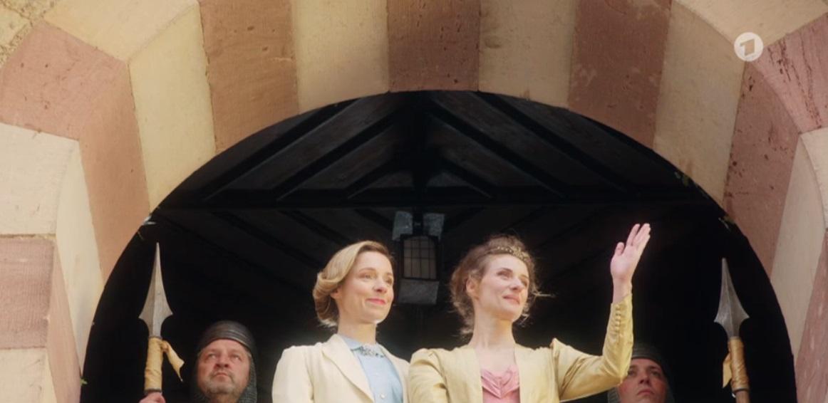 Ziemlich beste Freundinnen: März (Friederike Linke) und Königin Klara (Marie Rönnebeck) / Quelle: Radio Bremen
