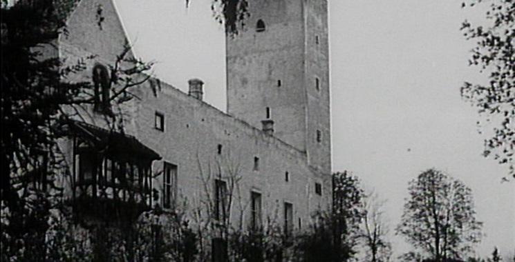 Dornröschen (1929/34): Die Außenansicht der Burg Grünwald dient als Schloss, in dem die Titelfigur schläft.