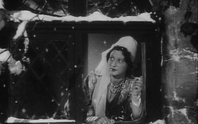 Schneewittchen und die sieben Zwerge (1939): Die Königin schaut in den Flockenwirbel und sticht sich in den Finger.