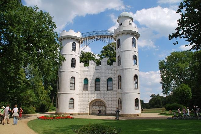 Der Froschkönig (1940): Das Schloss Pfaueninsel – hier im Jahr 2010 – ist ein Drehort / © Uwe Wattenberg/pixelio.de