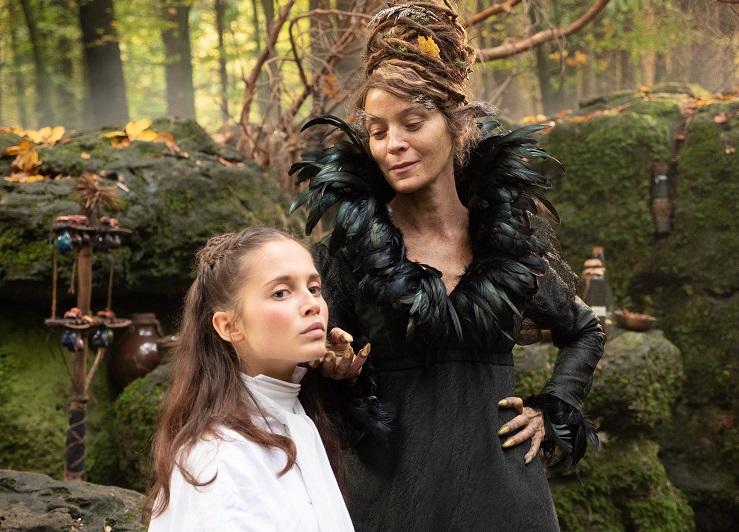 Konflikt: Sarah (Bianca Nawrath) befindet sich in den Fängen der Hüterin (Jeanette Hain) / © BR/Michael Boxrucker