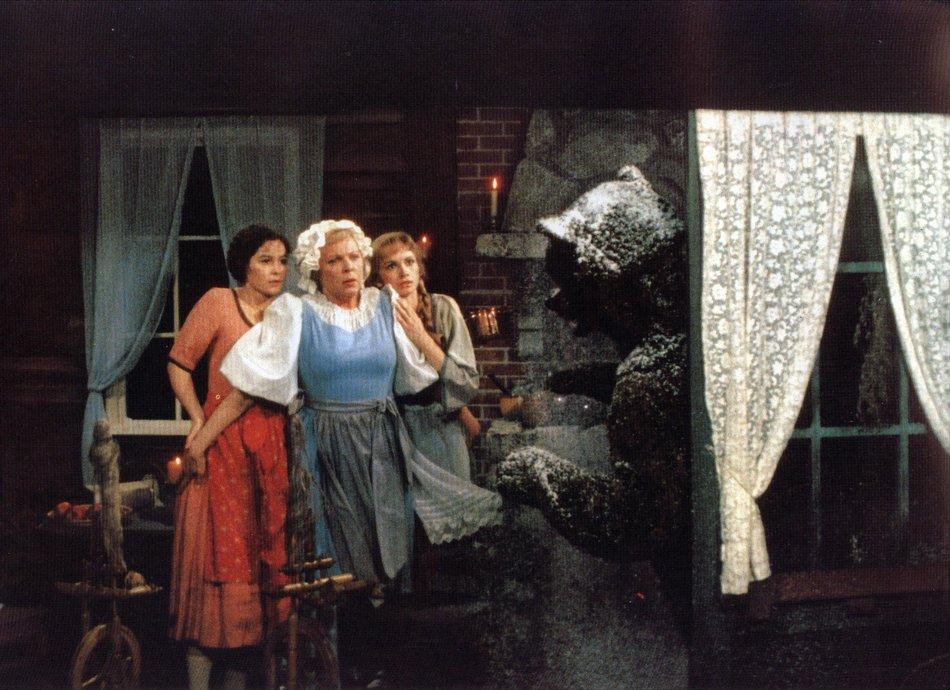 Schneeweißchen und Rosenrot (1984): Der Bär bittet um Unterschlupf / © Medienproduktion/Vertrieb Genschow