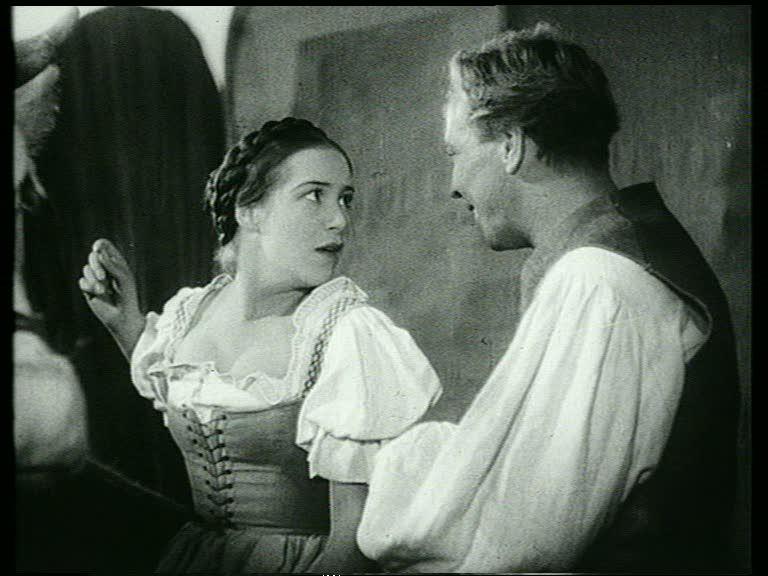 Hans im Glück (1936): Die Titelfigur (Erwin Linder) hat sich in ein Mädel (Georgia Holl) verliebt / © VZ Medien