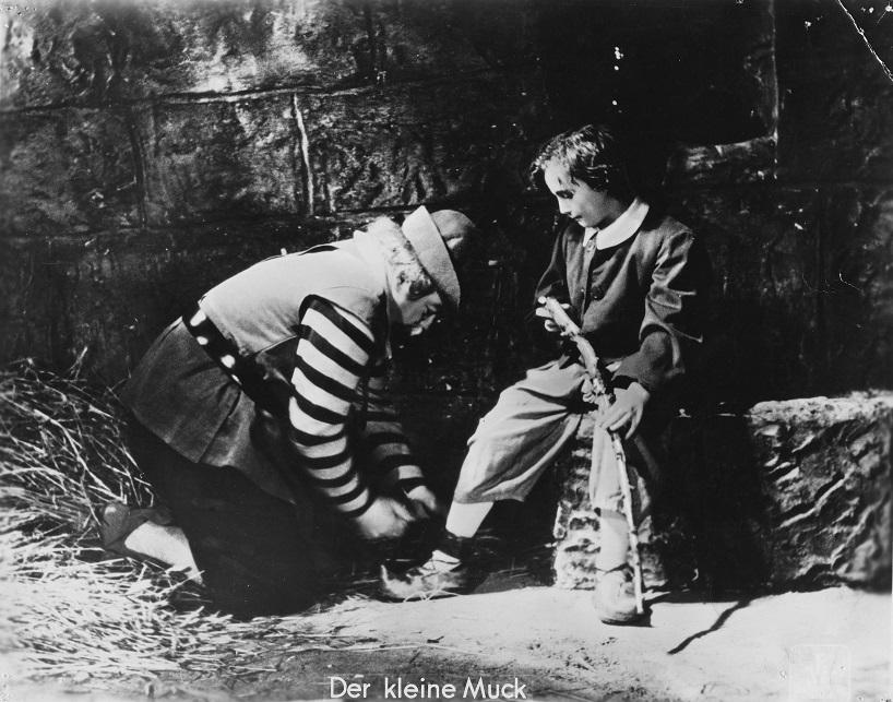Der kleine Muck (1944): Willy Puhlmann spielt die Rolle frech und mutig / Quelle: Stiftung Deutsche Kinemathek (SDK)
